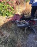 Minibüsle Çarpışan Kasksız Motosiklet Sürücüsü Hayatını Kaybetti