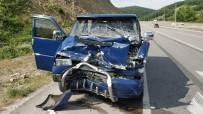 Samsun'da Minibüs Tıra Çarptı Açıklaması 4 Yaralı