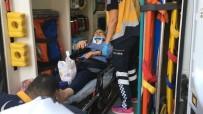 TİCARİ TAKSİ - Ticari Taksi Çarptı, Sedye Üzerinde Telefonunu İstedi