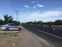 TRAFİK KURALLARI - Jandarmadan  Uygulama;16 Araca Ceza Kesti,5'İni Trafikten Men Etti