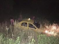 TİCARİ TAKSİ - Manisa'da Lastiği Patlayan Taksi Tarlaya Yuvarlandı