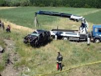 Otomobil Köprüden Uçtu Açıklaması 2 Ölü, 1 Yaralı