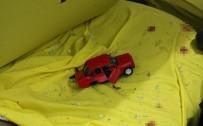 ALI ÖZTÜRK - Otomobille Kamyonet Çarpıştı Açıklaması 1 Ölü, 3 Yaralı