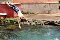 Sıcaktan Bunalan Çocuklar Anzele Suyuna Koştu