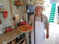 50 Yıl İsveç'te Çalıştı, Emekli Olunca Köyüne Gelip Pizzacı Dükkanı Açtı