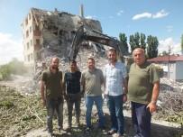 Kızılayın Emektar Binası Yıktırıldı