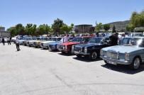 Klasik Mercedes Tutkunları Afyonkarahisar'da Buluştu