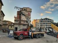 Meteris Meydanı Ve Saatçi Hoca Caddesinde Elektrik Hatları Yeraltına Alınıyor