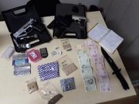 Parkta Çekirdek Poşeti İçerisinde Uyuşturucu Satan Kadın Yakalandı