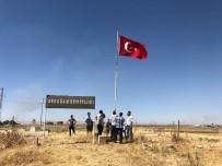 Suriye Sınırındaki Şehitliğe Türk Bayrağı Asıldı