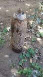 Üzüm Bağını Süren Çiftçinin Traktörüne Top Mermisi Takıldı