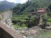 BALCı - 200 Yıllık Tarihi Taş Köprü Bir Anda Yıkıldı