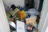 Aynı Evden Bu Kez 10 Kamyonet Çöp Çıktı