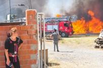 Manisa'da Ot Yangını Palet Fabrikasını Küle Çevirdi