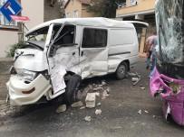 Üsküdar'da Kontrolden Çıkan Halk Otobüsü Minibüse Feci Şekilde Çarptı Açıklaması 4 Yaralı