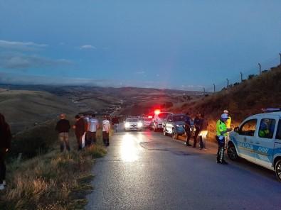 Ankara'da Otomobil Uçurumdan Uçtu Açıklaması 1 Ölü