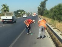 YABANCI TURİST - Büyükşehir'den Serik'te Temizlik Çalışması