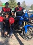 Jandarma Çocuklara Balon Dağıttı