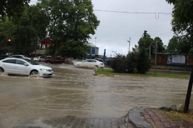 Zonguldak'ta Şiddetli Yağmur Yolları Göle Çevirdi