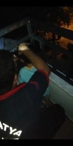 Balkon Demirine Sıkışan Çocuğu İtfaiye Kurtardı