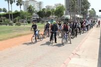 ADNAN MENDERES - Çocuklar Sahil Bandında Bisiklet Sürdü