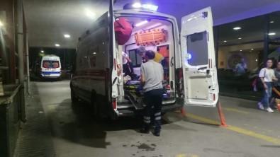 İzmir'de Döner Bıçaklı Kavga Açıklaması 3 Yaralı