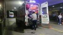 EGE ÜNIVERSITESI - İzmir'de Döner Bıçaklı Kavga Açıklaması 3 Yaralı