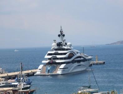 Katar emiri, 300 milyon dolarlık yüzen sarayıyla geldi