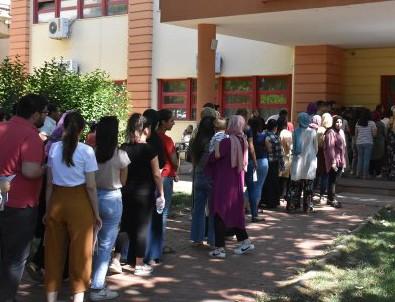 Yüzbinlerce genç KPSS'de ter döktü