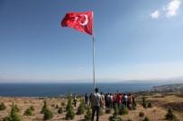 İLÇE MİLLİ EĞİTİM MÜDÜRÜ - Ahlatlı Şehidin Anısına Bayrak Dikildi