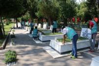 KURAN-ı KERIM - Denetimli Serbestlik Yükümlüleri Antalya Şehitliğinde Çevre Temizliği Yaptı