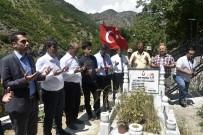 İL MİLLİ EĞİTİM MÜDÜRÜ - Şehit Öğretmen Necmettin Yılmaz Mezarı Başında Anıldı