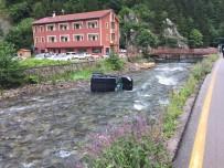 Uzungöl'de Kontrolden Çıkan Araç Dereye Uçtu Açıklaması 1 Yaralı