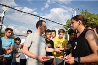 BASKETBOL MAÇI - Bakan Kasapoğlu Önce Gençlerle Basketbol Oynadı, Ardından 10 Bin Pota Müjdesi Verdi