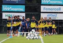 Fenerbahçe Günün İlk İdmanını Yaptı