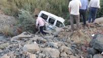 Hafif Ticari Araç Şarampole Yuvarlandı Açıklaması1 Ölü, 2 Yaralı