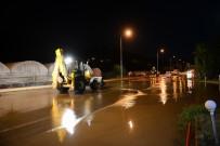 Kumluca'da İçme Suyu Hattında Boru Patladı, Üç Mahalle Susuz  Kaldı