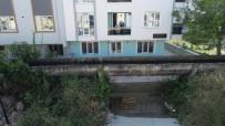Laz Fıkrası Gibi...Su Kanalından Geçerek Apartmanlarına Giriyorlar