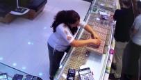 (Özel) Kadıköy'de Tırnakçı Kadının, Sahte Alyansla Yaptığı Hırsızlık Kamerada