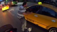Şişli'de Minibüs Şoförü Taksiciyi Darp Etti