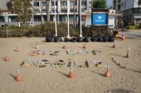 Topladıkları Atıklardan 'Biz Çöp Değiliz' Yazıp, Plajda Sergilediler