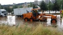 KARAYOLLARI - Uşak-İzmir Karayolu Yağış Nedeniyle Trafiğe Kapandı