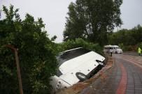 Virajı Alamayan Tur Midibüsü Portakal Bahçesine Devrildi Açıklaması 5 Yaralı