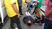 (Özel) E-5'Te Motosiklet İle Minibüs Çarpıştı Açıklaması 1 Yaralı