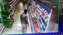 (Özel) Markette Ürünleri Çantasına Saklayarak Çalmaya Çalışan Hırsız Kamerada