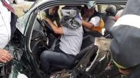 Sandıklı'da Otomobil İle Minibüs Çarpıştı Açıklaması 4 Yaralı