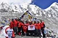 (Özel) Türk Bayrağını Dünyanın En Yüksek Dağında Dalgalandırdılar