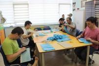 ENGELLİ GENÇ - (Özel) Zeytinburnu'nda Engelli Çocuklar Hem Üretiyor Hem Tedavi Oluyor