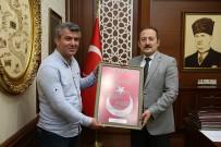 Sancaktepe Bayburtlular Derneği Başkanı Bayram Aygün Vali Pehlivan'ı Ziyaret Etti