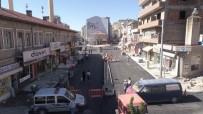 Sıcak Asfalt Serimi İçin Belediye Ekipleri Yoğun Mesai Harcıyor